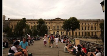 (親子遊巴黎) 七夕情人節獻禮 塞納河畔美麗的傳說 藝術橋上的愛情鎖