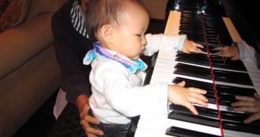 小喬愛上鋼琴啦!!