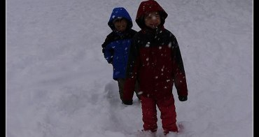 (日本旅遊資訊) 雪地裡,孩子應該怎麼穿才保暖?