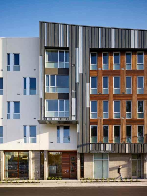 Drs. Julian And Raye Richardson Apartments - Community