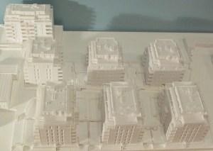 """3D-gedrucktes Übersichtsmodell des Projektes """"Himmlischer Wohnflair Breitensee"""" im Maßstab 1:300"""