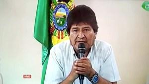 Le président bolivien Evo Morales va quitter ses fonctions, a annoncé dimanche un communiqué diffusé par la télévision. Le chef d'Etat est contesté depuis le 20 octobre, date à laquelle il a été reconduit dans ses fonctions au terme d'un scrutin dont la sincérité est jugée viciée par l'opposition. /Image diffusée le 10 novembre 2019/REUTERS/Bolivian Government TV