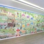 Les trente-trois toiles forment un mur d'images de onze mètres sur quatre. © Max Idje