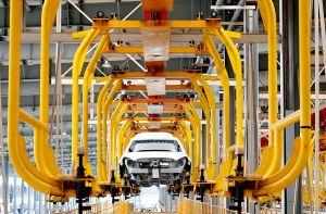 Photo prise le 6 juillet 2019 d'une chaîne de production dans une filiale de Beijing Electric Vehicle Co., Ltd. (BJEV), producteur de véhicules à énergie nouvelle, à Huanghua, ville de la province chinoise du Hebei (nord). (Photo : Yang Shiyao)
