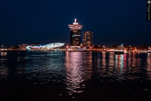 EYE Filminstitut und A'DAM Lookout am Nordufer des Flusses IJ