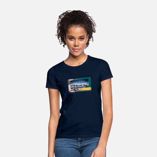 Frau mit Rügen-T-Shirt - Design von #chrizschwarz