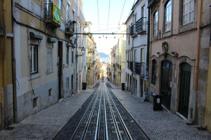Lissabon Straßenbahn Gasse
