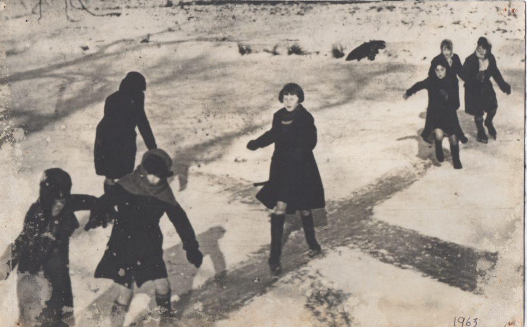 children in the snow 1963