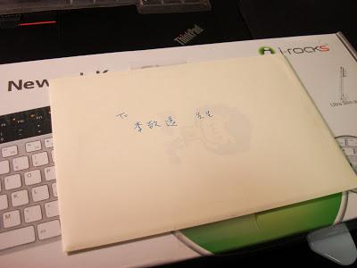 KR-6402上附了一張PM們的卡片。