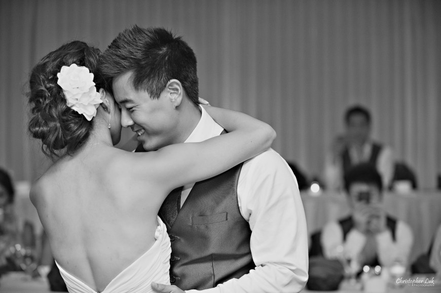 Christopher Luk 2012 - Erin and Brian's Wedding - Toronto Korean Presbyterian Church Bayview Golf and Country Club - Toronto Lifestyle Wedding Photographer - Bride and Groom Smile Natural Relaxed Creative Portrait First Dance Candid
