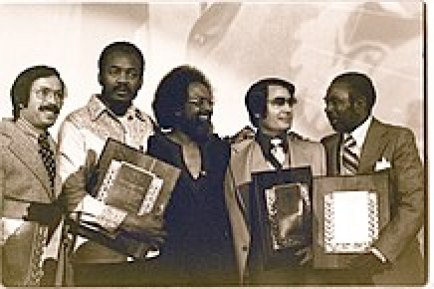 218px-jim_jones_receives_the_martin_luther_king2c_jr-_humanitarian_award_-_january_1977_28229