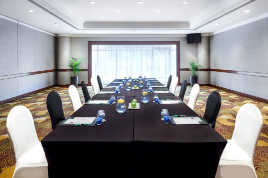 Interior-Photography-Holiday-Inn-Atrium-Hotel-Singapore-Changi-Boardroom
