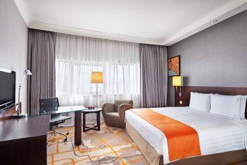 Interior-Photography-Holiday-Inn-Atrium-Hotel-Singapore-Executive-Room