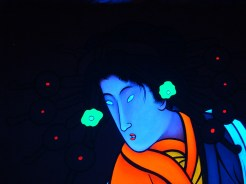 Madonna Fukushima - Black light head close up