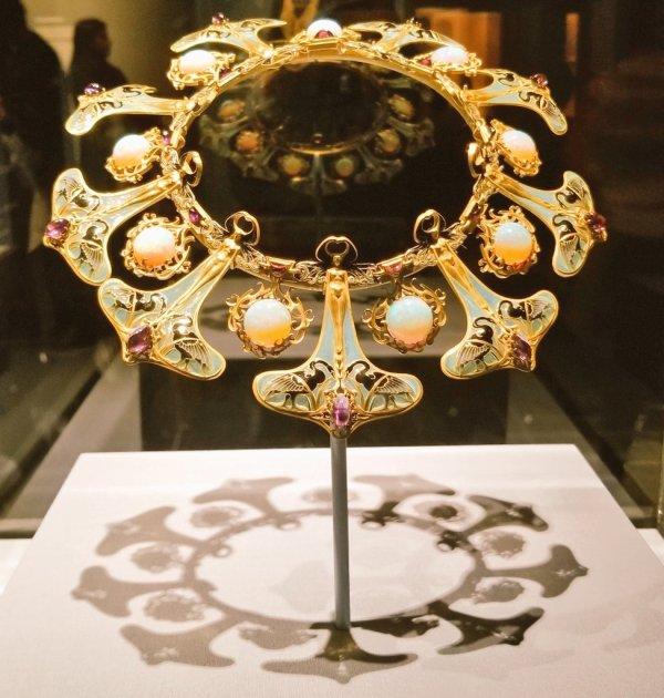 Joy Today Jewelry Exhibit Metropolitan Museum Of