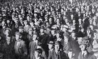 Photo of crowd awaiting results of the 1919 election in Christchurch