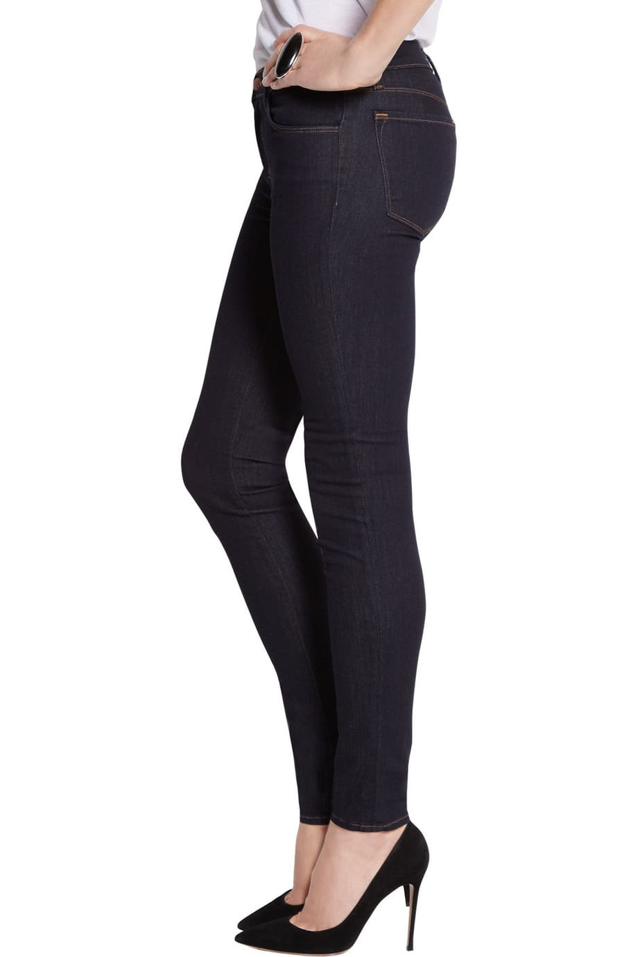 image Arborer le look de (Black Widow) Natasha Romanoff en jeans J Brand 21