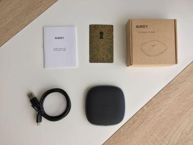 image test du chargeur sans fil par induction compatibles Qi en graphite d'Aukey 2