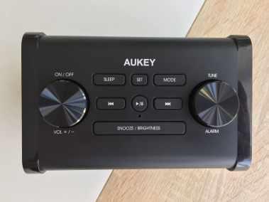 image Test du radioréveil Aukey avec enceinte Bluetooth et minuterie de sommeil 4