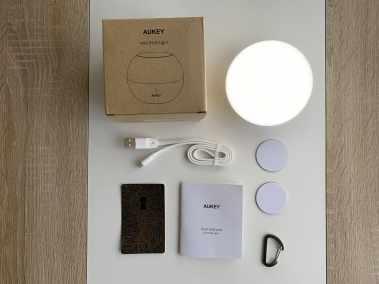 image Test de la lampe de chevet Aukey (RVB), rechargeable et étanche 3