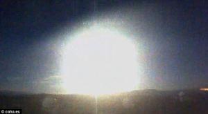 giant-meteorite-lights-the-sky