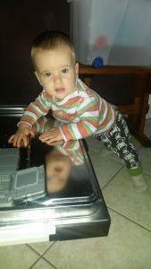 ich helfe Mama bei der Küchenarbeit