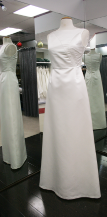 Joanna-Valerie, wedding dress in Ottawa in a size 4, sold at $275