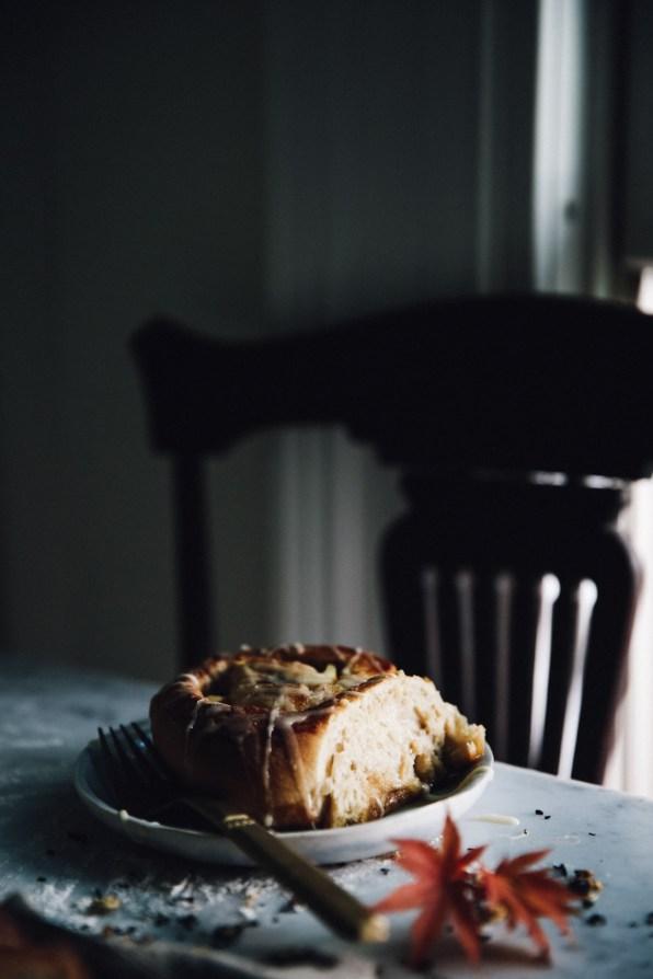 spiced-autumn-cinnamon-rolls-photography-styling-recipe-by-christiann-koepke-of-christiannkoepke-com-21