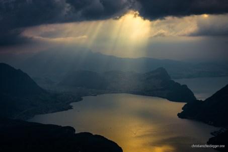 Letzte Sonnenstrahlen auf dem Vierwaldstättersee bei Buochs