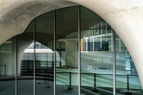 Reflexionen im Omega-Gebäude