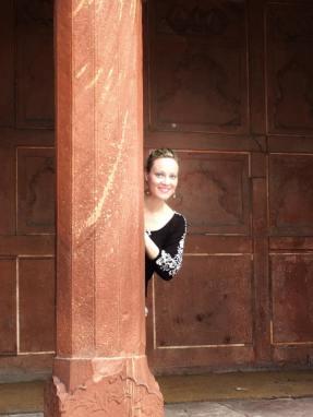 peeking from taj