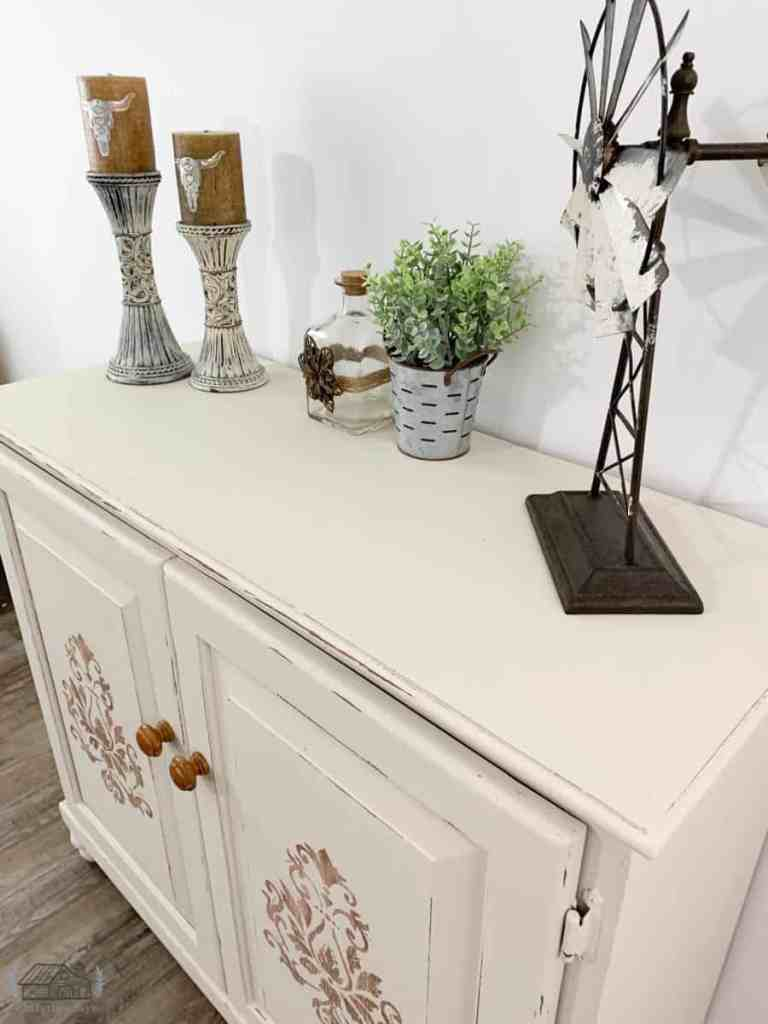 Top kitchen cabinet painted