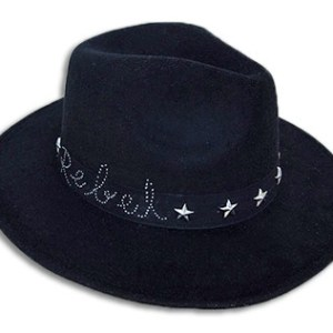 winter-handmade-hat-black-stars