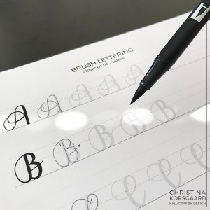 Lær brush lettering - træningsark til små og store bogstaver