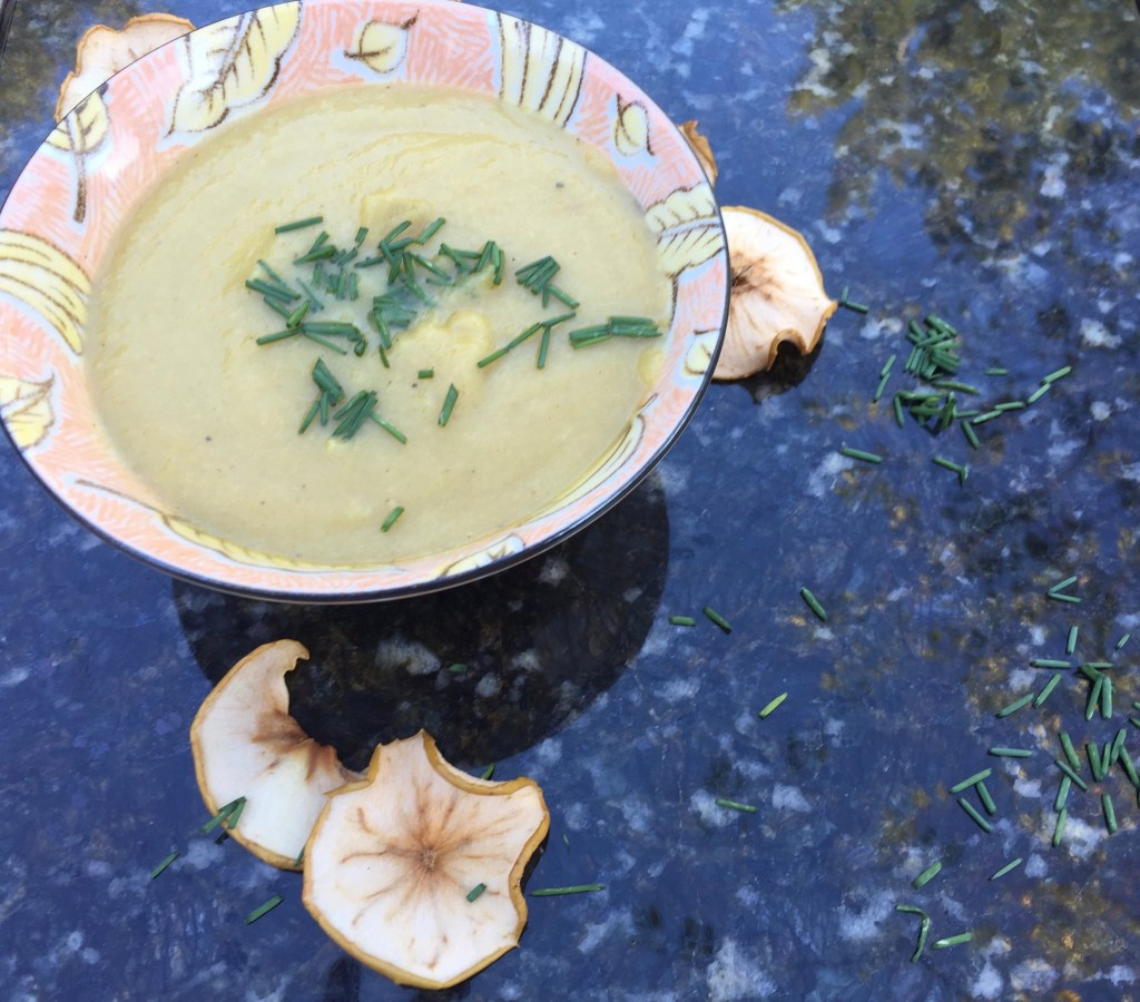 curried parsnip and apple soup