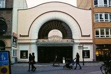 Viktoriateatern byggdes som biograf 1912 och blev teater 1990. / Viktoria was built as a cinema in 1912 and became a theatre in 1990.