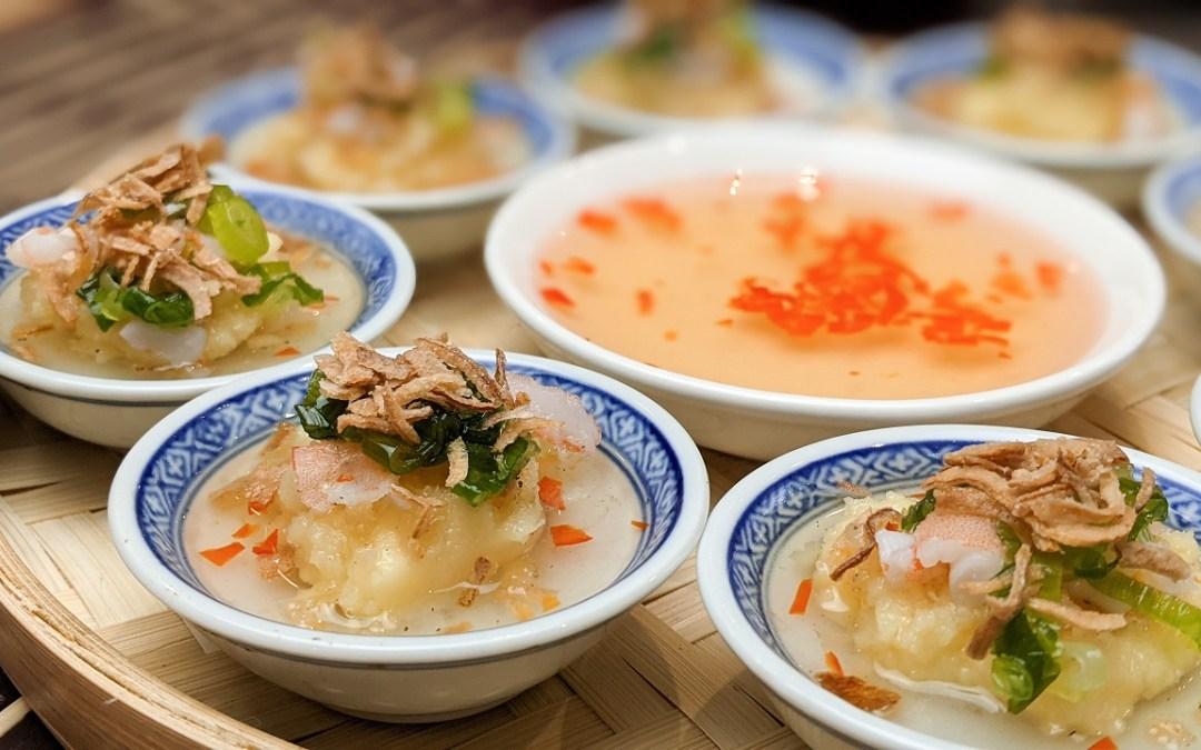 Banh beo (crêpes de riz vapeur avec garniture de crevettes)
