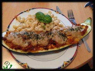 """gefüllte Zucchini mit """"Butter""""Nudeln"""