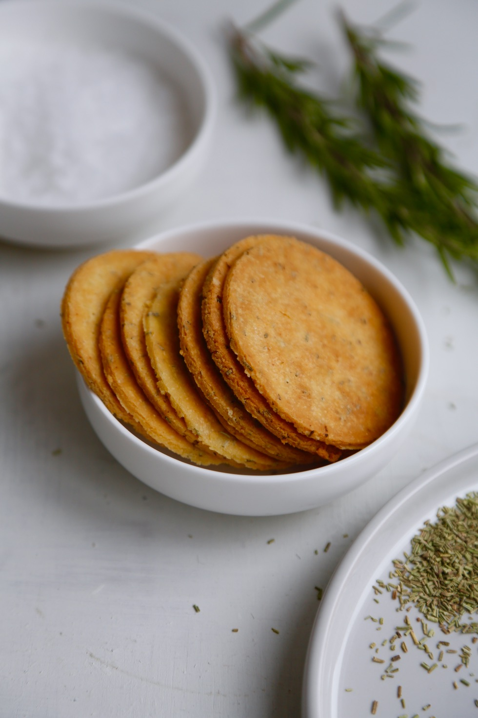 Salte kikærtekiks med rosmarin (SPRØDHEDSGARANTI!)4