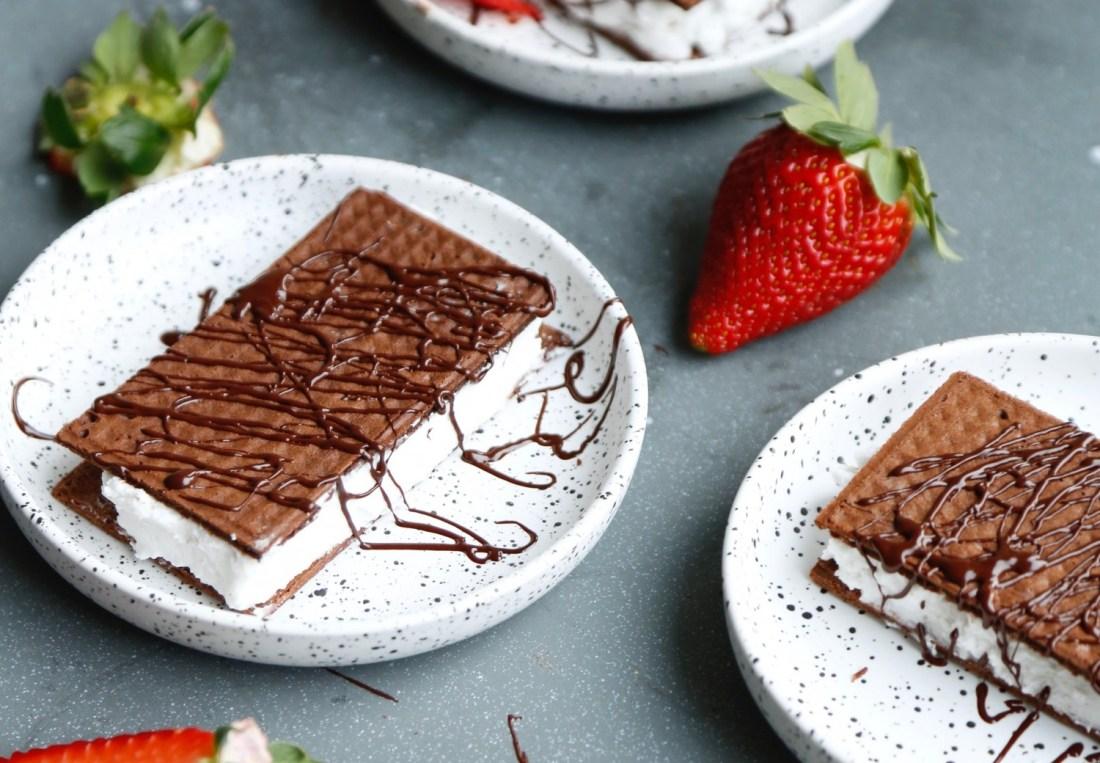 vaffelsandwich-chokoladevafler-med-kokosskum-ala-maelkesnitte-4