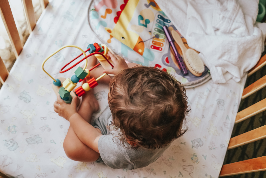 Traveling with a baby doesn't have to be hard! With this complete guide we take you step by step how to travel with baby from packing to flying to your trip
