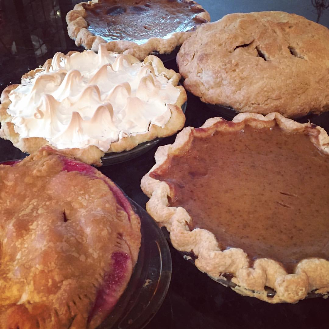 thanksgiving, holidays, pies, pumpkin pie, lemon meringue pie, raspberry pie, apple pie