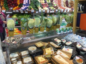 Grocery and cheese display, Noves