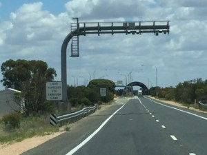 Entering South Australia - land of NO fruit flies and quarantine inspection station