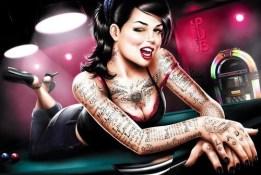 femme journal tatouée