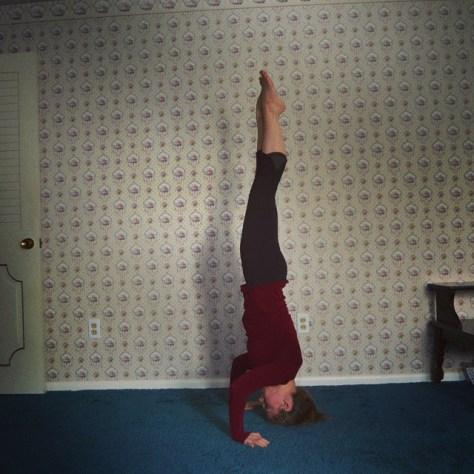 Tripod headstand, Muktha Hasta Sirasana A