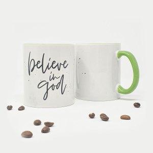 """Tasse aus Porzellan mit dem Aufdruck """"believe in god"""""""