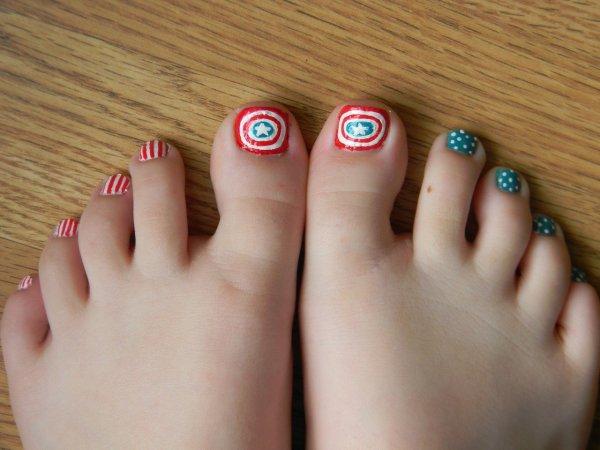 And Easy Christmas Toe Nail Design - Celebration