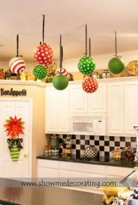 30+ Stunning Christmas Kitchen Decorating Ideas