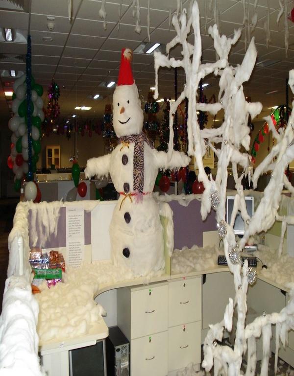 40 Office Christmas Decorating Ideas